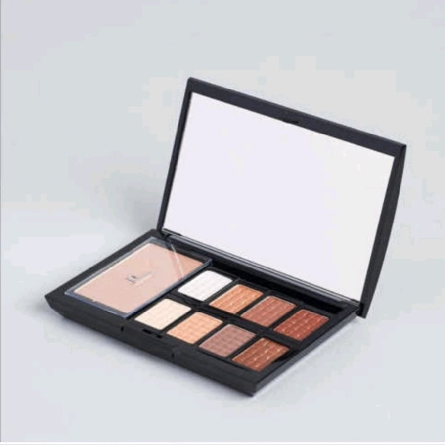 Doucce Freematic Eyeshadow Pro Palette in Nude 733e96a8-9516-45d7-834c-36276c9542b3
