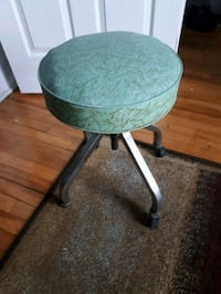 round green and white wooden side table Montréal, H4G 3C2