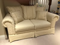 Couch  Mississauga, L5J 1R2
