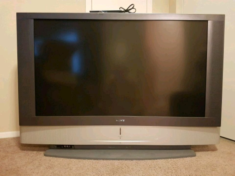 Photo Sony 50 LCD Projection TV w/ HDMI Converter and 6' Cable