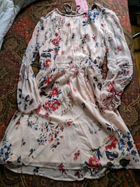Beige floral long sleeve dress S Montréal, H8P 2X1
