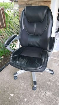 black leather office rolling armchair Dearborn Heights, 48127