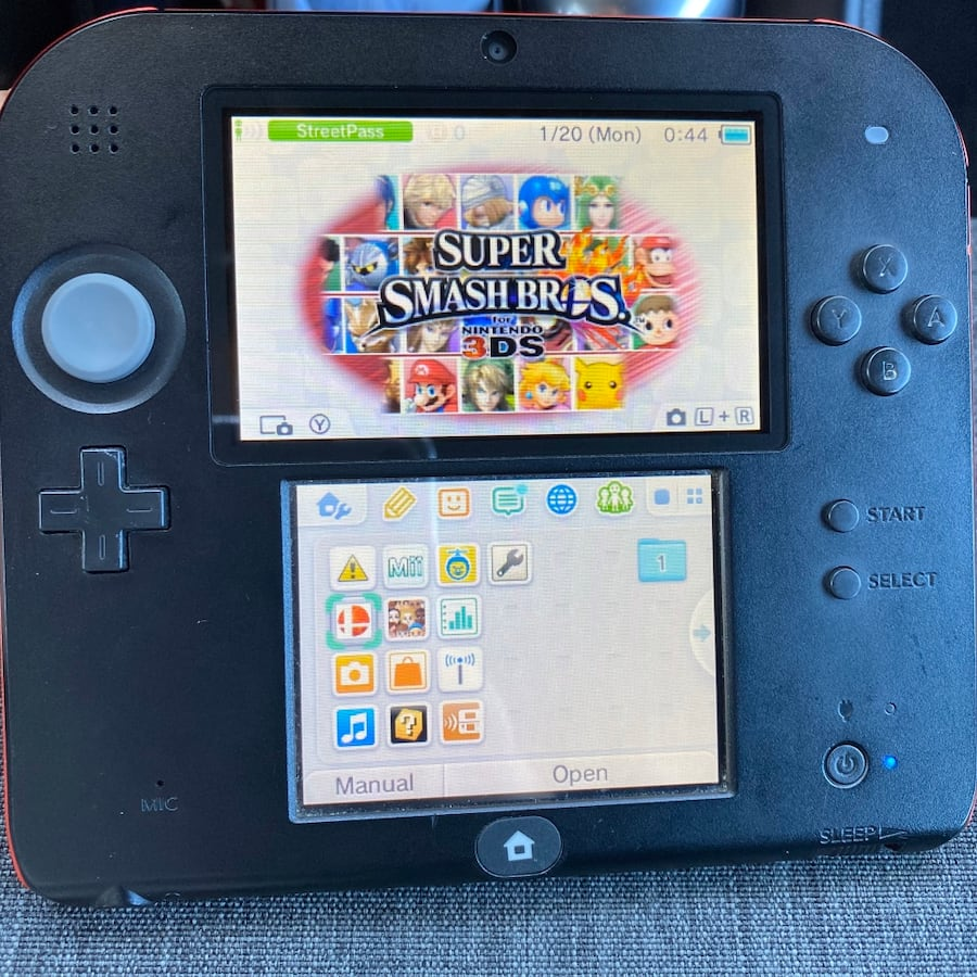 NINTENDO 2DS - SMASH BROS GAME INCLUDED