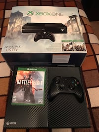 black Xbox One with controller and game cases Laredo, 78045