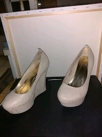 pair of white leather platform pumps Holiday, 34691