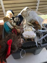 Tote full of dolls and stands  Yucaipa, 92399