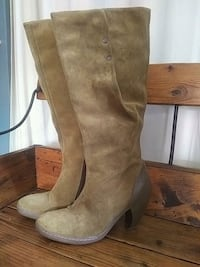 FLY - suede size 9 boots Kitchener, N2R 1L3