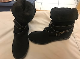 Women black boot