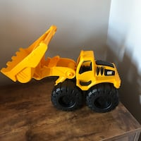 CAT Construction Vehicle Dump Truck Beach Sandbox Toy