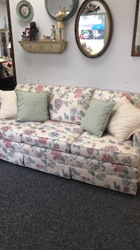 Sweet little floral Sofa Ocala, 34472