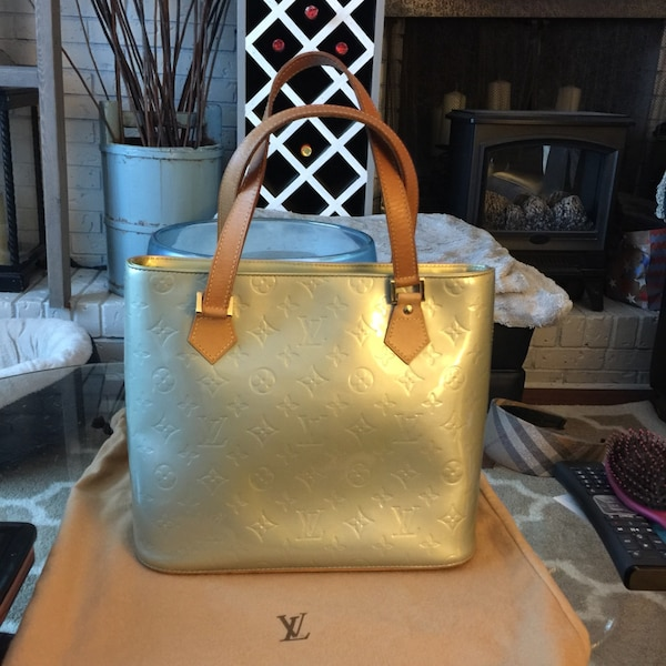 Louis Vuitton Houston Gris Monogram Vernis Bag**August Special**10% off posted price.
