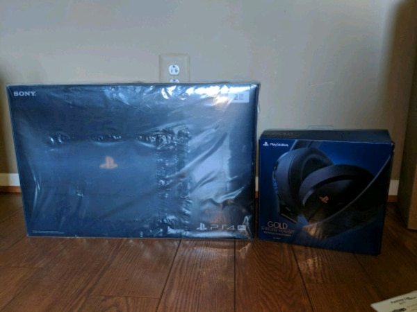 Playstation 4 500 Million Edition w/ Headset