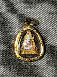 gold-colored and silver-colored pendant Singapore, 460217