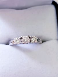 .75 ct 3 Stone Diamond Ring & Matching Band