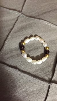 Size 8-9 Real Pearl Elastic Beaded Ring Cleveland, 44111