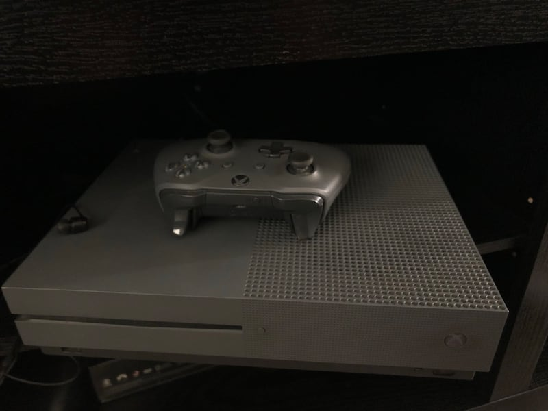 Xbox one S f3bf3c18-51b4-414d-aac0-3ae56258fdfb