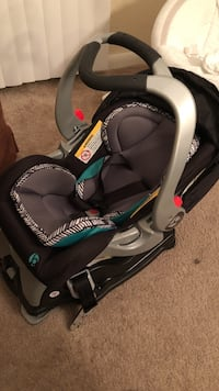Baby's black and gray safety seat Conroe, 77301