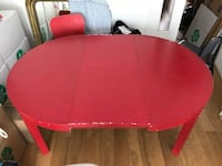 Table ronde en bois rouge