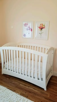 Crib Pali Imperial.  Great condition. Retail for $ Weston