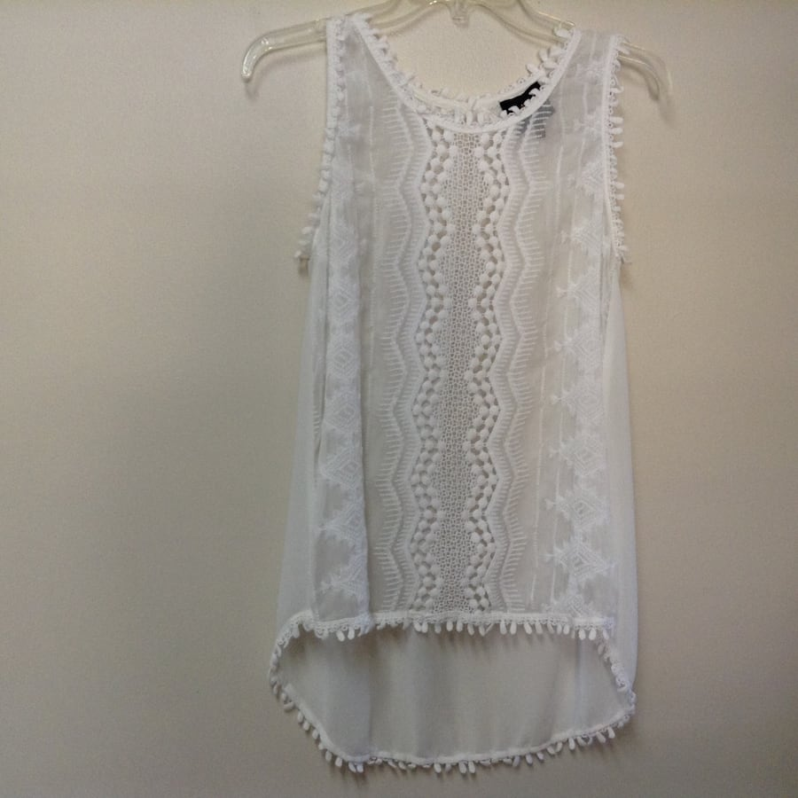 Women's/juniors W5 white embroidered sleeveless top size-small