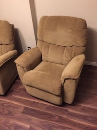 Two reclining chairs 547 km