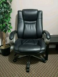 Comfortable like new black office chair Surrey, V3W 4G4