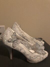 Size 8 sparkly shoes. Brand new, never worn Washington, 20001