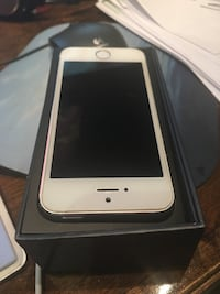 iPhone 5s in mint condition, with plastic cover for protection. 16 gb Vaughan, L4H 3E5