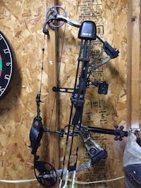 Black and gray compound bow Hempfield, 16125