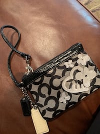 Brand new couch wristlet from a smoke and pet free home!! Vaughan, L4H 1P5