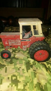70's International toy tractor Lake City, 29560