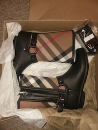 New Girls Burberry boots size 2 Odenton, 21113