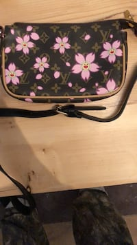 black and pink floral leather crossbody bag Kelowna, V1P 1E8