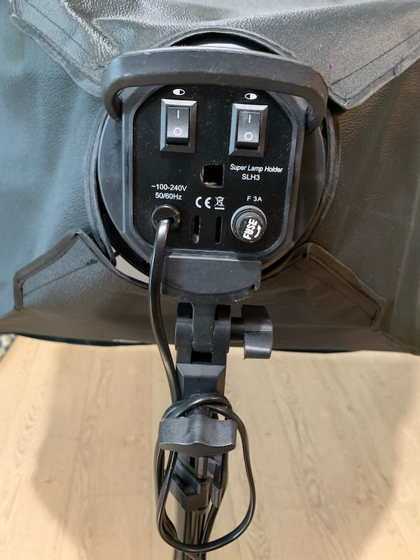 Photography light with tripod stand 3c78affa-965c-40a4-8031-f012dc0be2b4