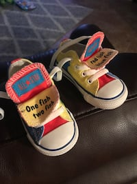 Baby shoes. Converse Allstar. Dr. Seuss edition. Size 5   Mercedes, 78570