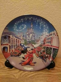 Mickey Mouse printed decorative plate