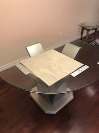 Roy d glass table very thick glass top. No chairs for only 100 535 km