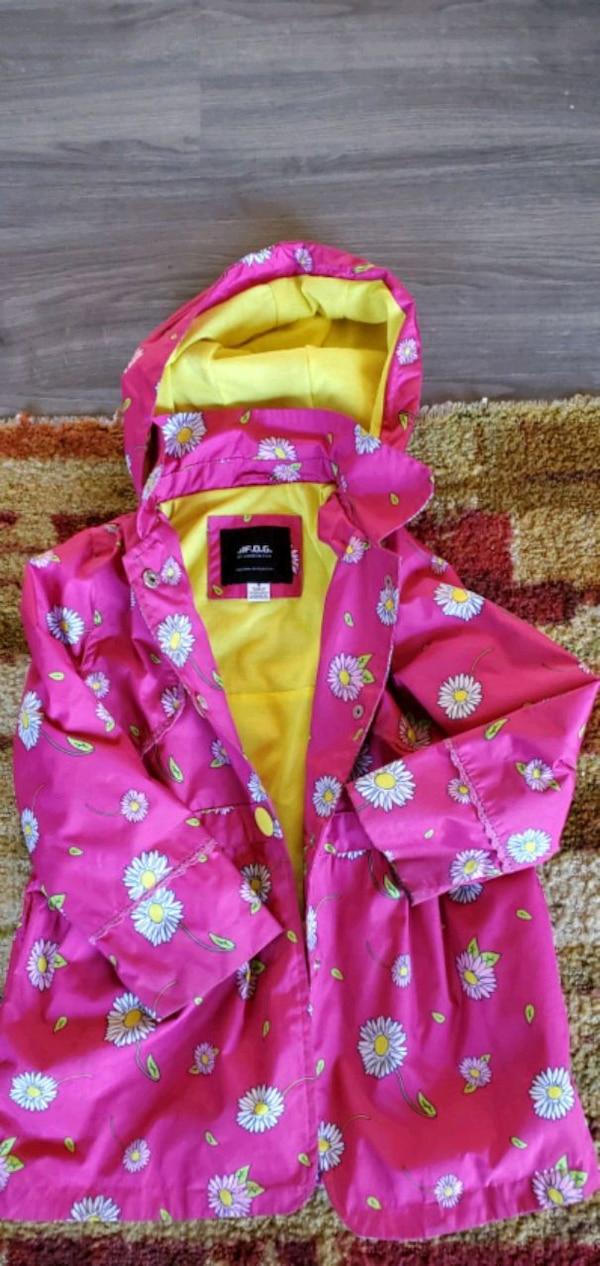 Kids small Lot Jackets, backpack and pair of shoes dc7088c8-a6b5-441e-9f82-b1ee787add0a