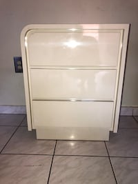 White Wooden Nightstand Side Table w/ 3-Drawers in Excellent Condition! Miami, 33175