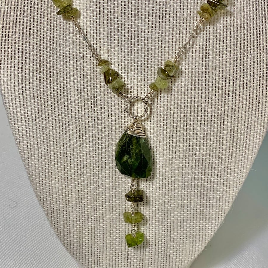 Vintage Sterling Silver Jade Necklace 6677ed4e-bb41-4029-a6f0-4f39997cf986