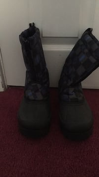boys snow boots size 4 Blackwood, 08012