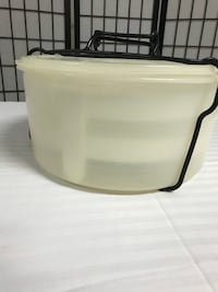 Vintage Tupperware cake or 3 pie tote