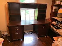 Large desk with hutch Lovettsville, 20180