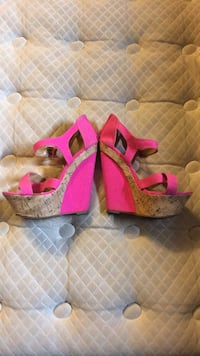 Pair of pink-and-brown wedge sandals size 7 Winnipeg, R2J 1K6