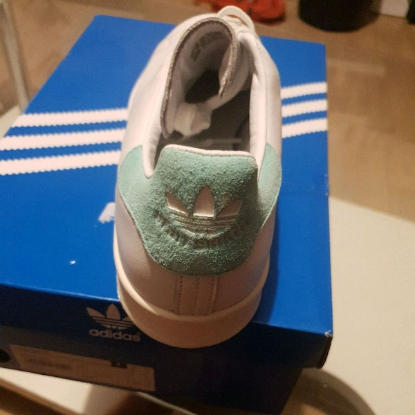 Adidas taille 49