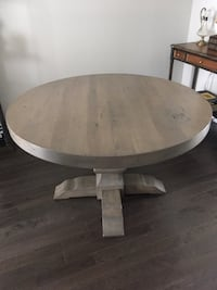 Sold wood round dining table Ottawa, K4A 1H4