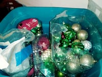 green and red Christmas baubles Edinburg, 78539