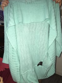 women's teal long-sleeved shirt Coquitlam, V3K 6C4
