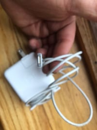 apple compiuter charger cable