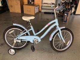 Giant youth bike with training wheels